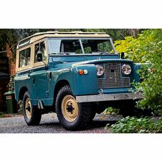 Vintage Land Rover - too bad they run like crap. Still love em tho Land Rover Defender, Land Rover Overland, Station Wagon, Pick Up, Offroad, Subaru, 4x4, Jeep, Land Rover Models