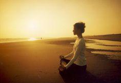 ¿Para qué sirve el Mindfulness y qué es? Este estilo de meditación ofrece herramientas para aumentar los niveles de #bienestar, bajar el estrés y ser más felices. Se lo considera una técnica de #relajación y una práctica de #meditación. Se puede utilizar en cualquier momento del día y situación.