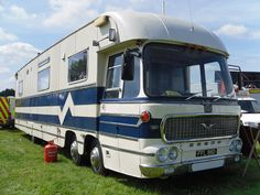 The World's Best Photos of motorcoach and motorhome Vintage Rv, Vintage Caravans, Vintage Trailers, Bedford Buses, Bedford Truck, Truck Bed Camper, Camper Caravan, Rv Tires, Cool Rvs