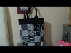 Fácil bolso blanco y negro - YouTube Patches, Reusable Tote Bags, Youtube, Canvas, Creativity, Quilt, Shape, Amor, White Handbag