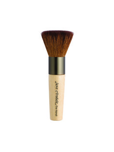 Jane Iredale Handi Brush is the optimal tool for Mineral pressed powder makeup. Flat headed with long Goat Hair bristles, Handi Brush is ultra-soft and has been hand tied so only the kindest part of the hair touches your delicate skin. Makeup Brush Case, Best Makeup Brushes, Makeup Tools, Best Makeup Products, Makeup Ideas, Beauty Products, Makeup Bag Essentials, Beauty Clinic, Beauty Shop