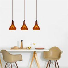Tover jouw Plumen Drop Cap om in een échte hanglamp met Plumen Glass Shade lampenkapje! De glazen kap zorgt voor een lichte dimming van het licht; ideaal voor extra sfeer. Voeg er een hip peertje van Plumen aan toe en jouw hanglamp is he-le-maal af!
