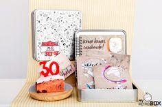 Regalo 30 años cápsula del tiempo Retrobox Cumpleaños Feliz: una caja de recuerdos personalizada en la que sorprender a una persona que cumple 30 años regalándole una cápsula repleta de los mejores recuerdos que ha vivido desde su nacimiento hasta la fecha de su cumpleaños. #caja #recuerdos #regalo #30 #cumpleaños
