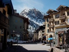 Your scenic tram ride at Squaw Valley starts far below in the charming and fun village. It features plenty of boutiques and outdoorsy shops as well as some delicious places to grab a bite to eat.