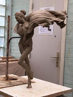 Chinese artist Luo Li Rong creates the most realistic feminine sculptures. Beauty In Art, Art Sculpture, Contemporary Sculpture, Stone Art, Erotic Art, Installation Art, Oeuvre D'art, Amazing Art, Photos