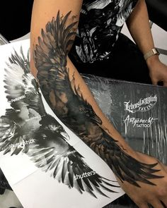 tattoos_and_tattoo_arts - the best tattos Circle Tattoos, Love Tattoos, Black Tattoos, Body Art Tattoos, Tattoos For Guys, Forarm Tattoos, Eagle Tattoos, Crow Tattoos, Tatoos