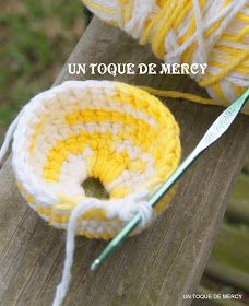 BLOG SOBRE MANUALIDADES .CROCHET ,RECICLAJE, ARTE PARA NINOS Crochet Chicken, Easter Crochet Patterns, Crochet Baby, Knitting, Roxy, Virginia, Kitchen Things, How To Make Crafts, Crochet Kitchen