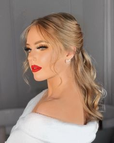 Formal Hairstyles, Ponytail Hairstyles, Bride Hairstyles, Wedding Hair And Makeup, Hair Makeup, Makeup Blog, Makeup Eyes, Makeup Products, Outfit Chic