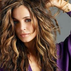 Retro Hairstyles, Loose Hairstyles, Headband Hairstyles, Medium Hair Styles, Curly Hair Styles, Eliza Dushku, Long Wavy Hair, Gal Gadot, Hollywood Celebrities