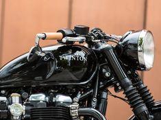 Triumph Cafe Racer, Triumph Bobber, Triumph Moto, Cafe Racers, Old School Motorcycles, Royal Enfield, Bike, Vehicles, Motorbikes