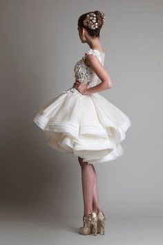 Vestido de noiva de Krikor Jabotian. #casamento #vestidodenoiva #curto