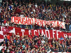 http://www.publico.pt/desporto/noticia/em-turim-o-benfica-deixa-o-futebol-no-banco-de-suplentes-1635657