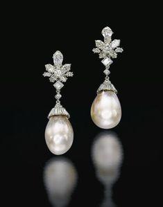 THE How to Choose a Pair of Handmade Earrings As a Gift Es wurde Pearl Stud Earrings, Pearl Studs, Sterling Silver Earrings Studs, Pearl Jewelry, Fine Jewelry, Girls Jewelry, Bridal Jewelry, Piercing, Diamond Earing