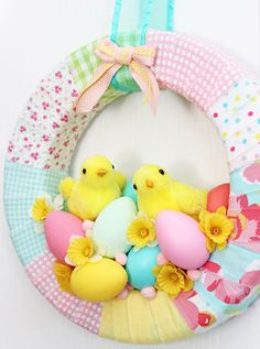 Easter Spring Easter Chick wreath with Eggs and Daffodils. Diy Spring Wreath, Diy Wreath, Wreath Ideas, Easter Garland, Easter Wreaths, Cute Easter Bunny, Easter Chick, Easter Décor, Diy Craft Projects