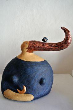 La notte, scultura in cartapesta con luna e fischietto in terracotta.