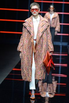 See all the looks from the show Show Reviews, Fall Trends, Emporio Armani, Fashion News, Fall Winter, Photos, Dresses, Vestidos, Pictures