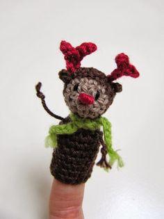 Free crochet pattern for finger puppet reindeer.  FREE PATTERN 12/14.