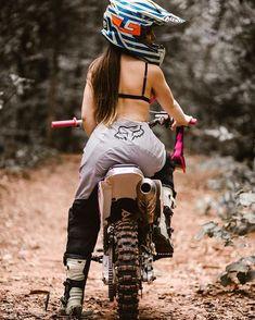 Classic Cars – Old Classic Cars Gallery Motorcycle Suit, Motorbike Girl, Dirt Bike Girl, Biker Girl, Lady Biker, New Dirt Bikes, Bike Couple, Dibujos Tumblr A Color, Motocross Girls