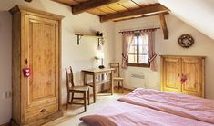 Dvě chalupy až na vrcholcích hor | Chatař & Chalupář Timber House, Old Houses, Interior Styling, Rustic Decor, Interior And Exterior, Beautiful Homes, Sweet Home, Cottage, Country