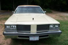 1976 Oldsmobile 98 Regency (nose)