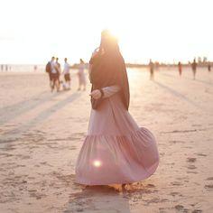 "Salam Dhuha....💗 . Belanja gambar founder @rohani_osman_ pakai Jubah Chanteq dan Tudung Ustazah... . . Kombinasi Jubah dan Tudung ini, sesuai untuk mereka yang TAK CUKUP masa iron... dan kekal kemas sepanjang hari...😘 . . Masih ada.... cecepat ke 👉 www.hijabgaleria.my . . Siapa nak Jubah Chanteq....? Komen "" Nak ! "" . . Admin ada lebih Jubah Chanteq Maroon saiz S.... 🙈🙈🙈🙈 Nak bagi FREE dekat awak ....🌸 Hijab Niqab, Muslim Hijab, Hijab Chic, Muslim Pictures, Islamic Pictures, Hijabi Girl, Girl Hijab, Islamic Fashion, Muslim Fashion"
