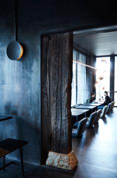 A moody palette of black, charcoal and inky indigos set the tone for Edition Roasters, a Sydney-based café designed by Amber Road Design. Cafe Interior, Interior And Exterior, Interior Design, Wabi Sabi, Cafe Design, House Design, Tadelakt, Dark Interiors, House Interiors