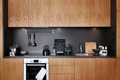Black apron in the kitchen with facades made of natural wood photo