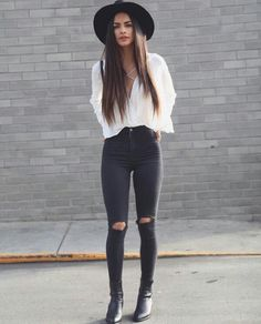 Estilo original de moda hipster para mujer - Source by deeronmoon outfits hipster Hipster Fashion Style, Look Fashion, Trendy Fashion, Winter Fashion, Womens Fashion, Fashion Spring, Fashion Black, Classy Fashion, Latest Fashion