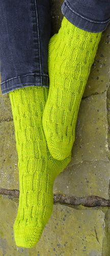 Simple cabled stretchy socks