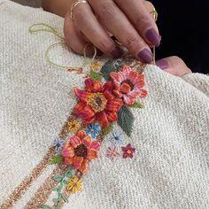 Embroidery Bags, Embroidery Stitches, Embroidery Patterns, Cushion Cover Designs, Brazilian Embroidery, Embroidery Techniques, Embroidered Flowers, Wool Blanket, Burlap