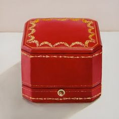 Forget the blue box. The man who wants my heart forever will have my ring in a red box. ♥ Cartier