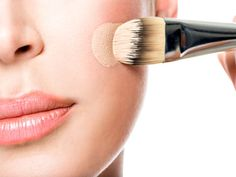 How To Make Your Own Foundation At Home For Gorgeous Looking Face - BoldSky.com