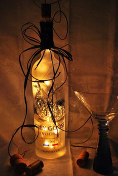 10 Impressive Ideas You Can Do With Empty Wine Bottles Empty Wine Bottles, Painted Wine Bottles, Lighted Wine Bottles, Bottle Lights, Bottles And Jars, Glass Jars, Candle Jars, Bottle Lamps, Champagne Bottles