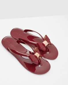 Discover women's shoes with Ted Baker. Choose from block heel sandals, high heels, peep toe shoes, floral patterned and leather ladies footwear. Bow Flip Flops, Beach Flip Flops, Flip Flop Shoes, Cute Sandals, Cute Shoes, Women's Shoes Sandals, Shoe Boots, Dressy Sandals, Ted Baker Schuhe
