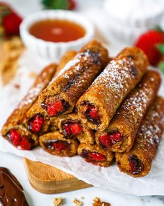 We are having brunch all day long with these Strawberry & Chocolate Hazelnut French Toast Roll-Ups from @kalefornia_kravings 🍓🍽️🥂 Caramel Chocolate Chip Cookies, Salted Caramel Chocolate, Chocolate Caramels, French Toast Roll Ups, Cookie Dough Recipes, Easy Healthy Recipes, Healthy Meals, Chocolate Strawberries, Brunch Recipes