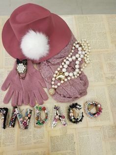 INDACO NEWS  #pin #pink #hat #white #necklace #pearls #scarf #gloves #letters #accessories #heart #outfitideas #pinkstyle #thinkpink #newcollection #aw1718 #winteroutfit #indaco #fashion #bojuà @centergross_official