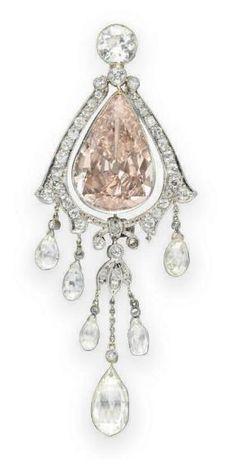 Pendant 1910 Christie's. Beautiful shape!