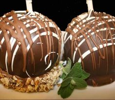 Chocolate Caramel Candy Apples!
