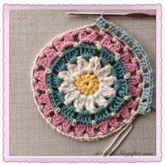 The Daisy Mandala pattern and tutorial ✿⊱╮Teresa Restegui http://www.pinterest.com/teretegui/✿⊱╮