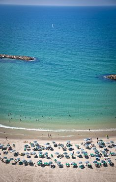 Don't the #TelAviv turquoise waters make you want to go for a swim in the Mediterranean Sea right now? #TLTransportMe