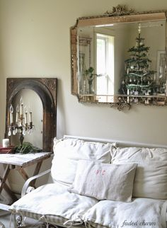 It may be a little late, but I'm taking a few photos from each room to share with you here in my Holiday Home Tour. Maybe you will find ...