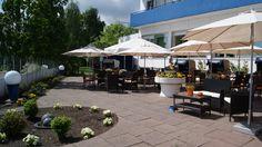 Gartenterrasse zum Jachthafen im AKZENT Hotel Strandhalle in Schleswig. Halle, Hotels, Restaurant, Strand, Outdoor Decor, Home Decor, Double Room, Backyard Patio, Decoration Home