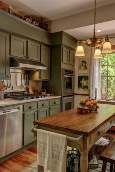 Home Decor Kitchen, Rustic Kitchen, Interior Design Kitchen, Home Kitchens, Kitchen Ideas, Distressed Kitchen, Cottage Kitchens, Small Country Kitchens, Kitchen Pics