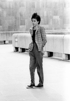 My heart can't take it.....Young Robert Smith <3
