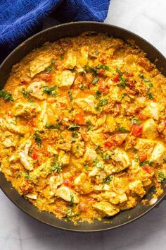Simmer some veggies with curry powder and greek yogurt (!) to get this Chicken Curry that takes just 15 minutes of prep and 15 minutes to cook. 27 Seriously Easy Meals To Make With Rotisserie Chicken Quick Chicken Curry, Coconut Curry Chicken, Cooking Recipes, Healthy Recipes, Oven Recipes, Bariatric Recipes, Meal Recipes, Pasta Recipes, Recipies