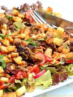Carnita Salat mit Zitrus-Chipotle-Dressing und gebratenen Kartoffelwürfelchen