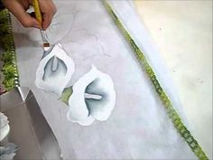 LINK de desenho deste vídeo: http://arianecerveiraatelie.blogspot.com.br/search/label/RISCOS%20DVD%20FLORAIS%201 Nesta aula ensinarei a pintar copos de leite...