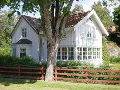 Litet gammalt hus. Utbyggt.