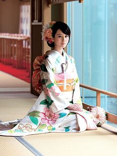This is a recollection of Asian traditional clothing and their evolution nowadays. There will be fusion kimono or hanbok, and fashion inspired by those style or fabric.It's not my primary account. Traditioneller Kimono, Moda Kimono, Furisode Kimono, Japanese Costume, Japanese Kimono, Japanese Girl, Traditional Kimono, Traditional Dresses, Traditional Japanese