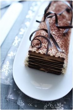 A work of art, Tiramisu Bûche de Noel, image from chefnini.com